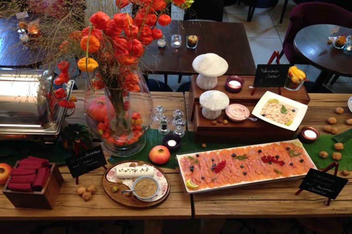 Herbstbrunch grosser Tisch